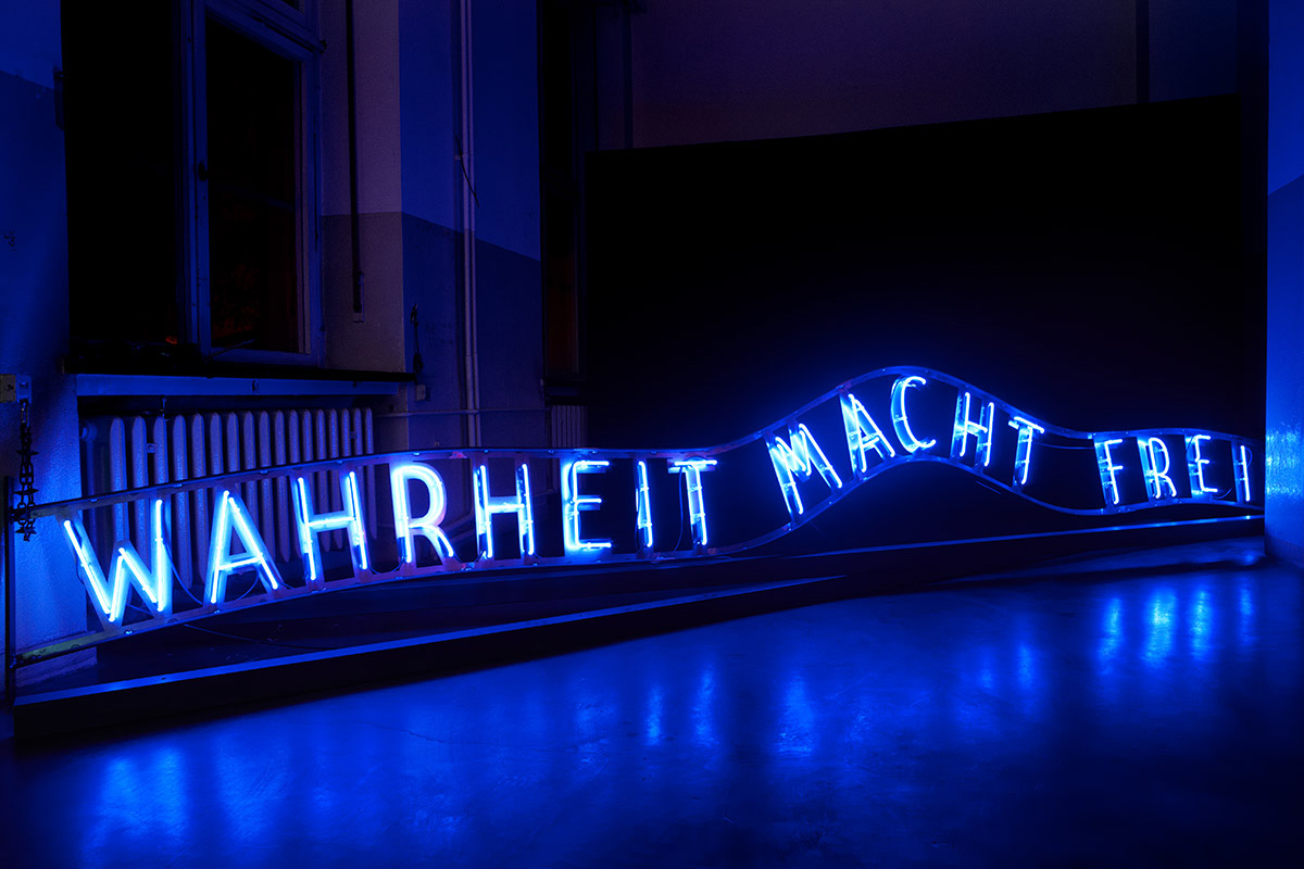 Hand-blown and coloured neon tubes on metal 500 x 450 cm
