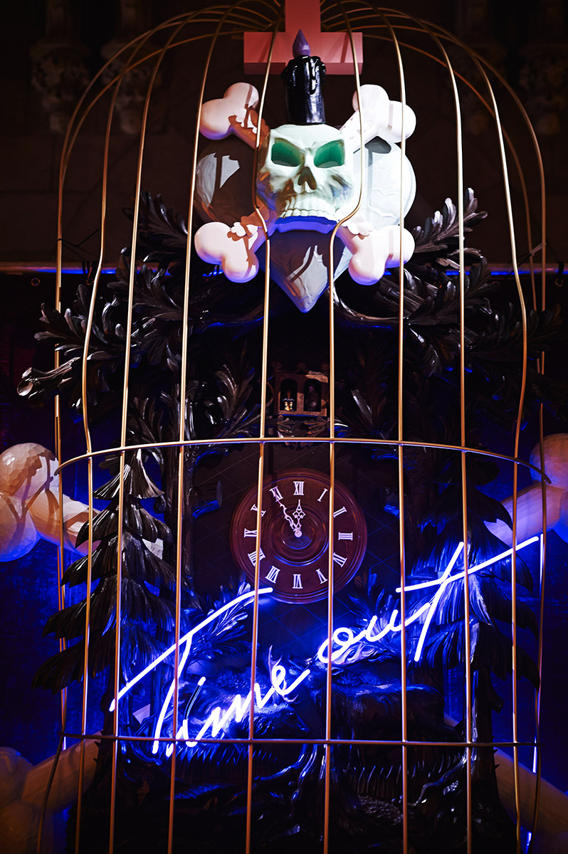 Hand-blown and coloured neon tubes, cuckoo clock, cage, skull and crossbones. In collaboration with Stefan Strumbel