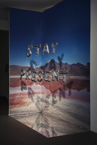 Olivia Steele, Stay Present (balloons), 2016_Circle Culture, Berlin
